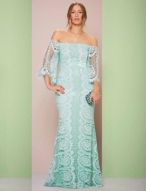 Vestido de renda azul claro para festa