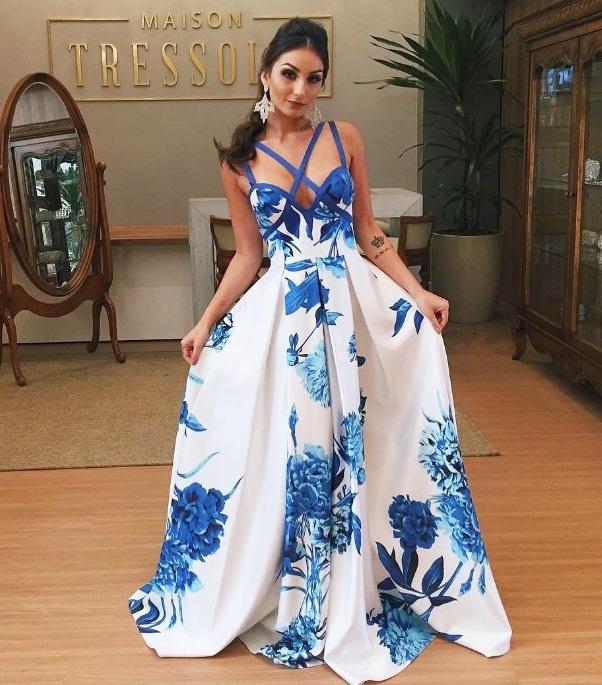 vestido de festa estampado longo floral azul e branco