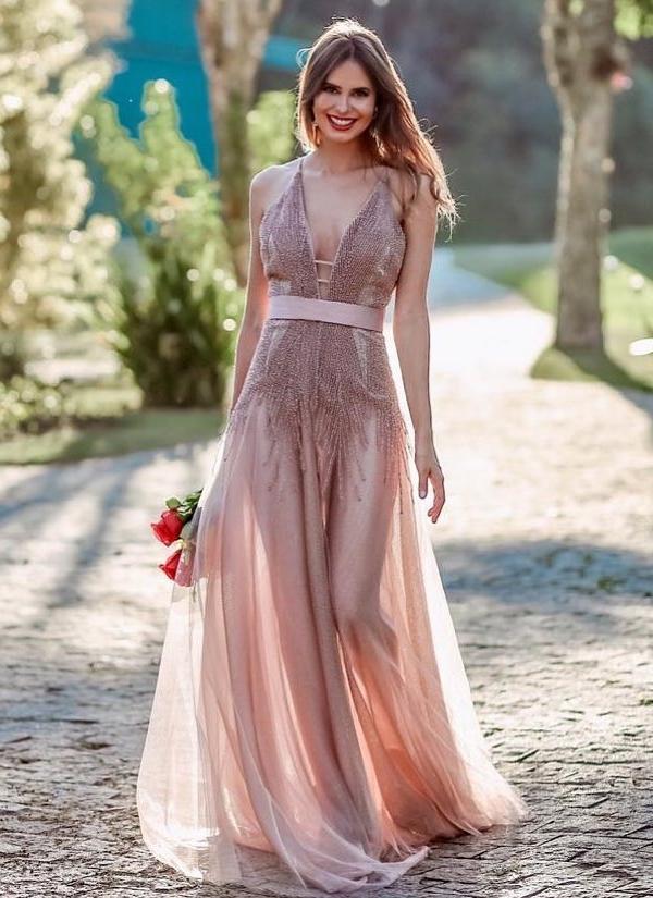 vestido longo com transparência na perna
