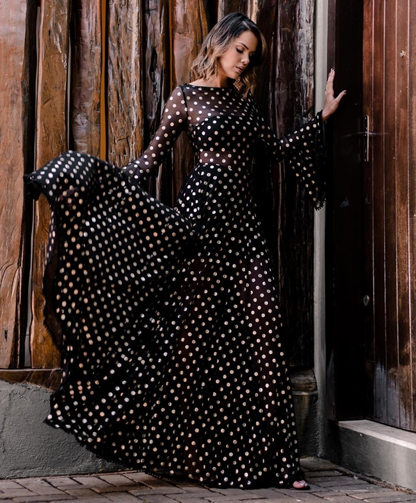 vestido longo de poa bolinhas com transparência nas pernas