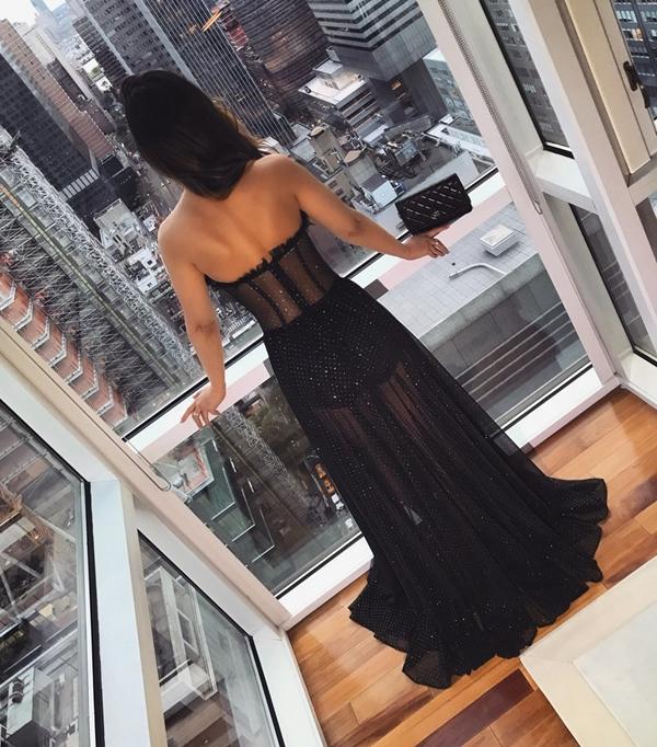 vestido longo preto com transparência