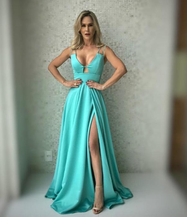 807ea4f55 08- Também da Maison Evidência este vestido ...