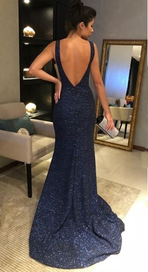 vestido longo com brilho azul