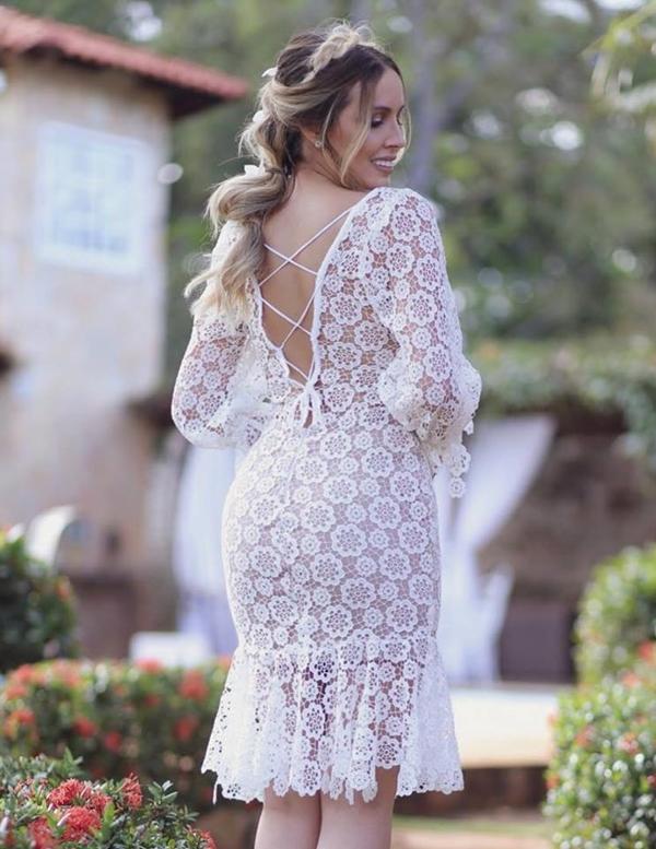 vestido branco curto com renda