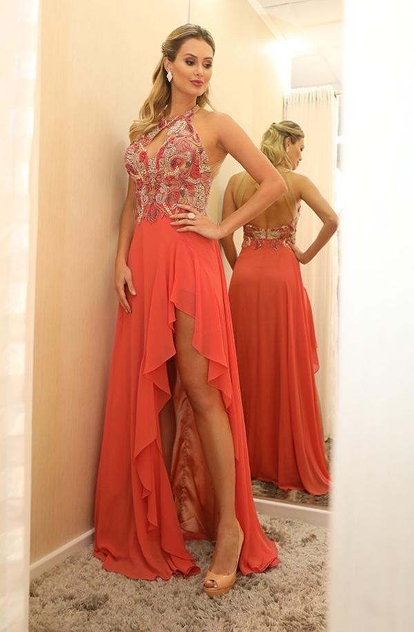 vestido longo pêssego com fenda