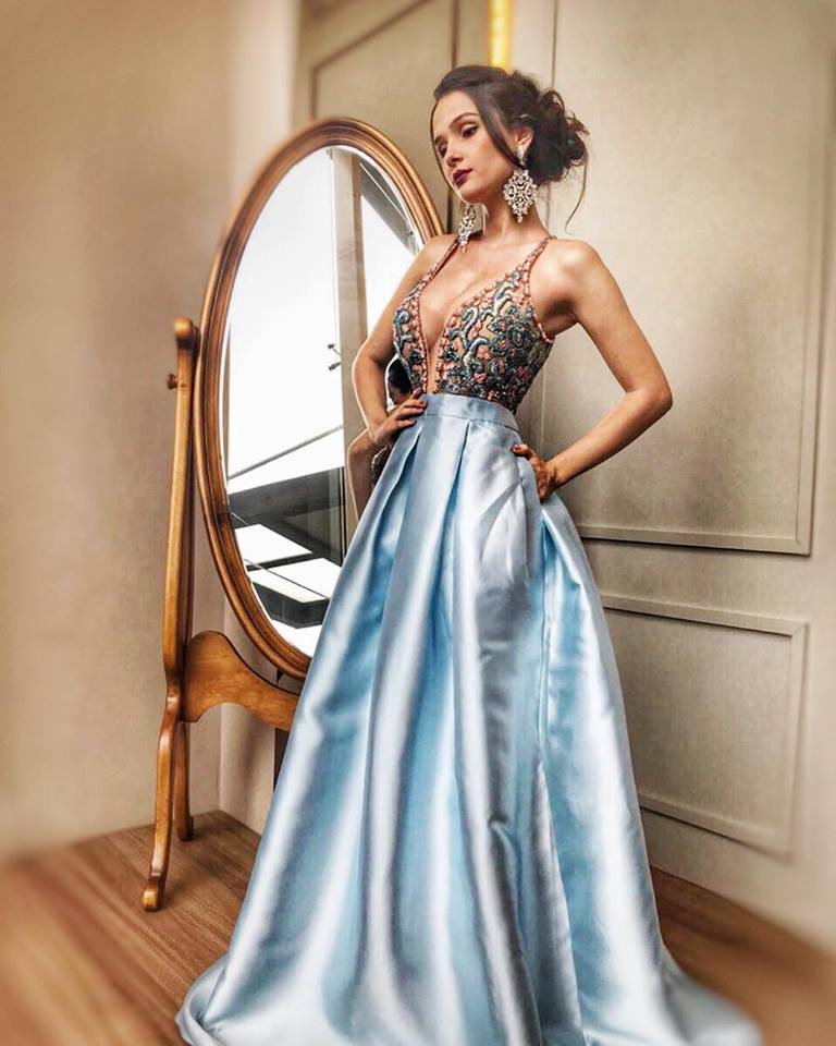 vestido de debutante azul claro