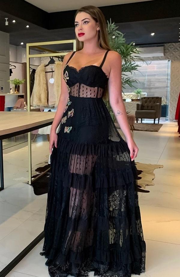 vestido de festa preto com transparência nas pernas