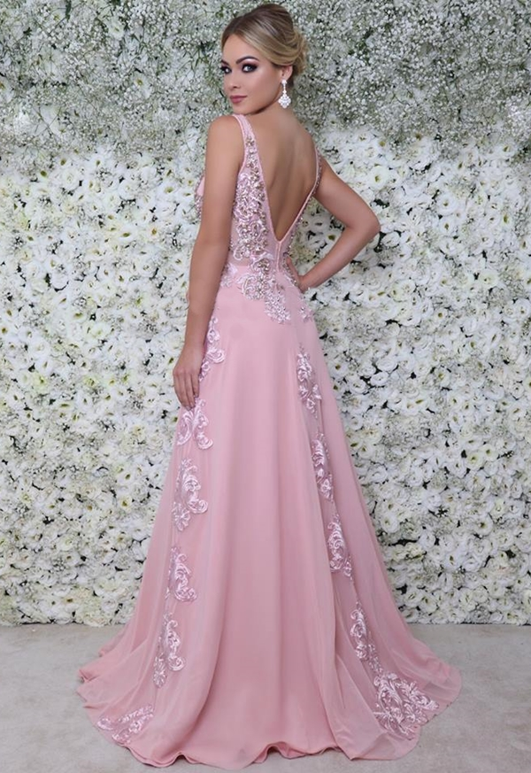 vestido rosa bordado