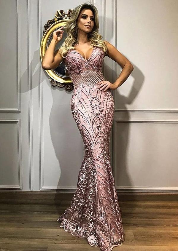 vestido longo rosa bordado modelo sereia