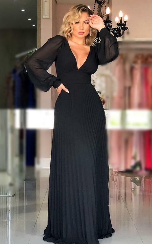 vestido longo preto plissado com mangas longas