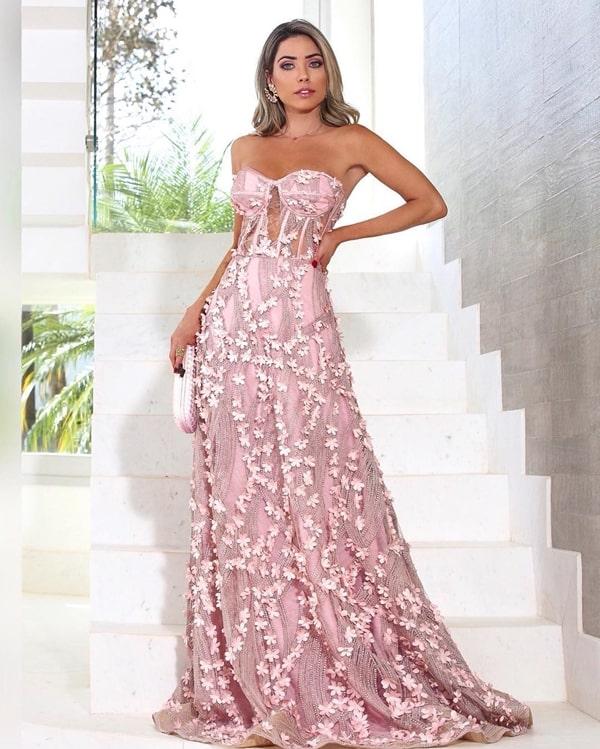 vestido longo rosa com parte superior estilo corselete e bordado 3D