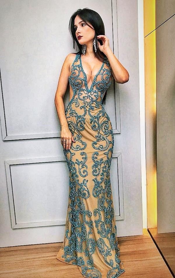 vestido de formatura bordado longo