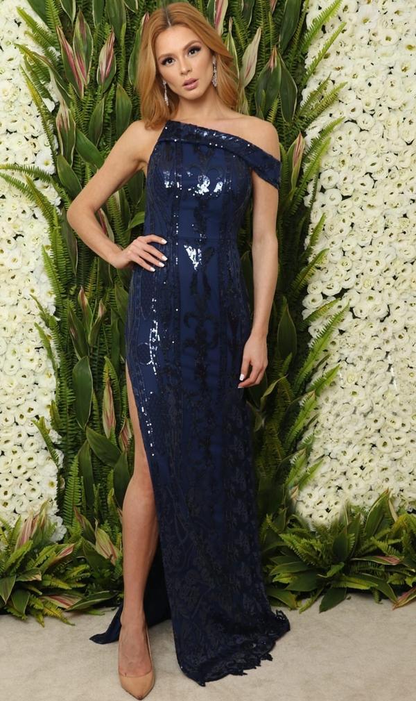 vestido de festa azul longo com fenda