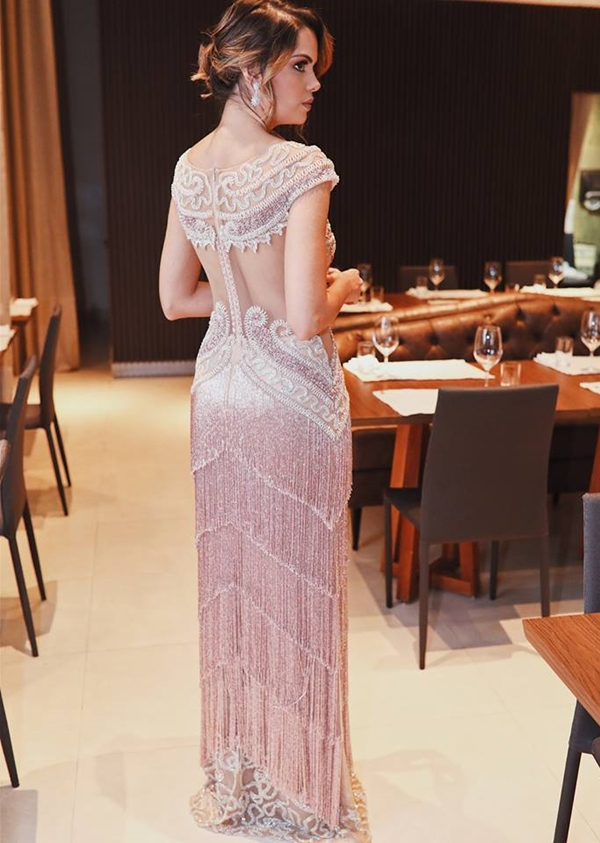 vestido de festa rosa com franjas