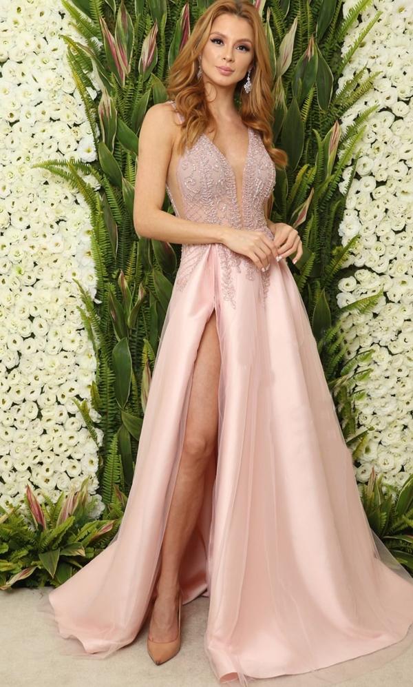 vestido de festa rosa com fenda saia ampla princesa