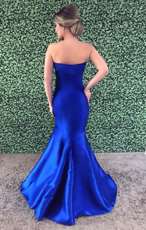 vestido de festa longo modelo seria azul costas