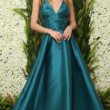 vestido saia ampla princesa