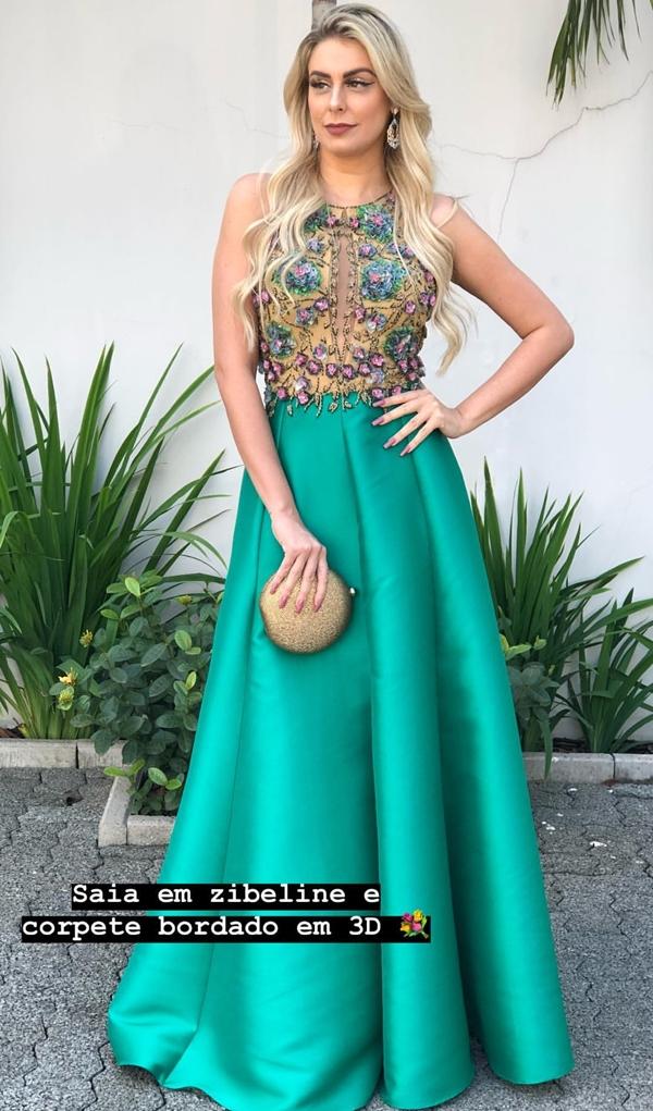 vestido verde longo estilo princesa