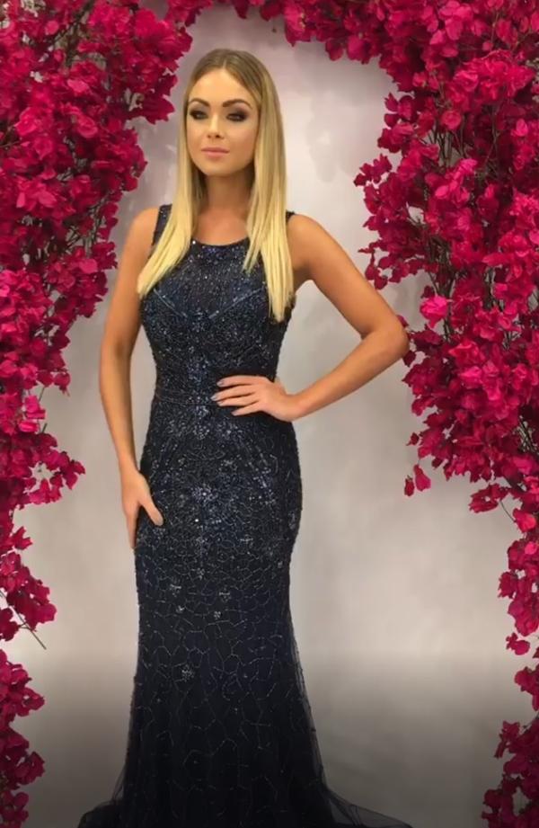 vestido bordado azul marinho