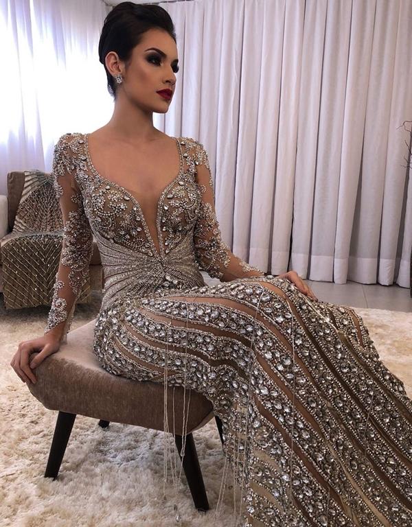 vestido de festa com manga longa e costas nuas
