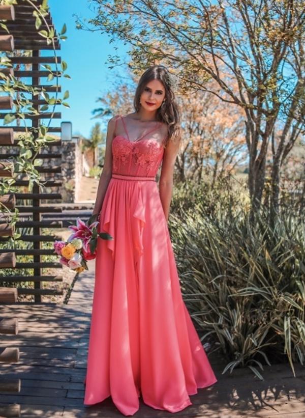 vestido longo com corpete estruturado