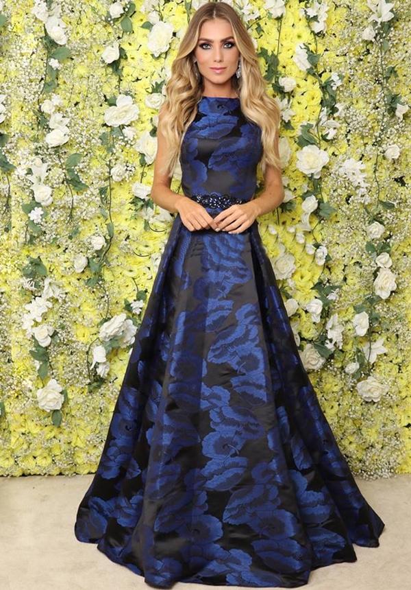 vestido de festa longo azul estampado