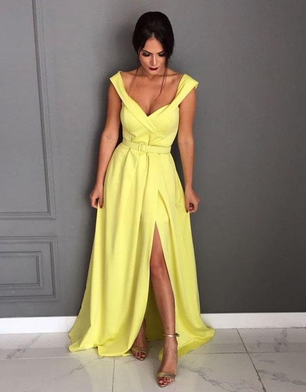 vestido de festa longo amarelo estilo princesa com fenda e cinto