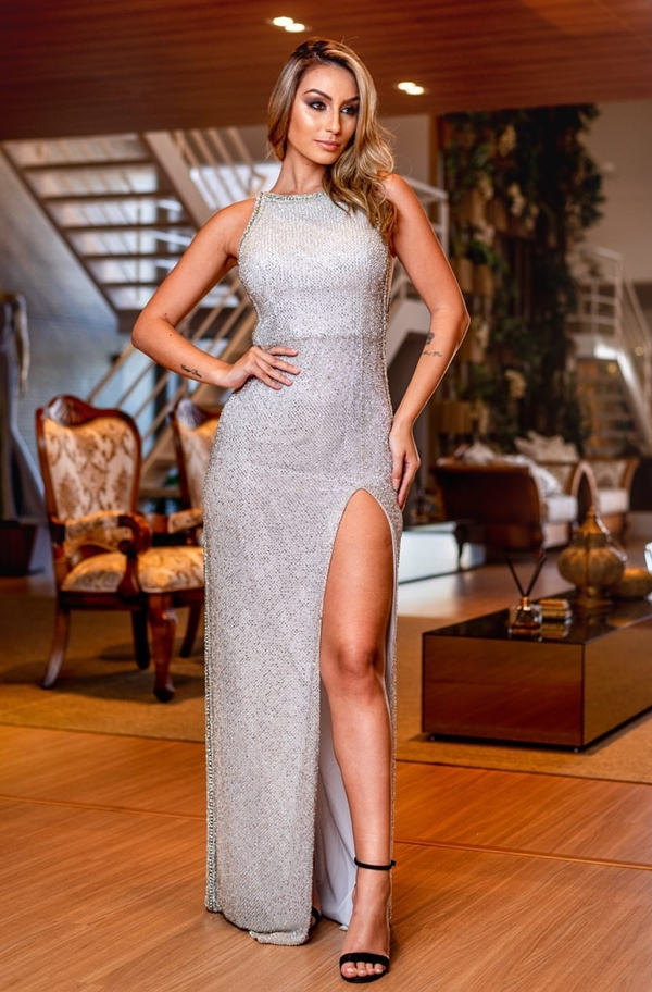 vestido prata com fenda