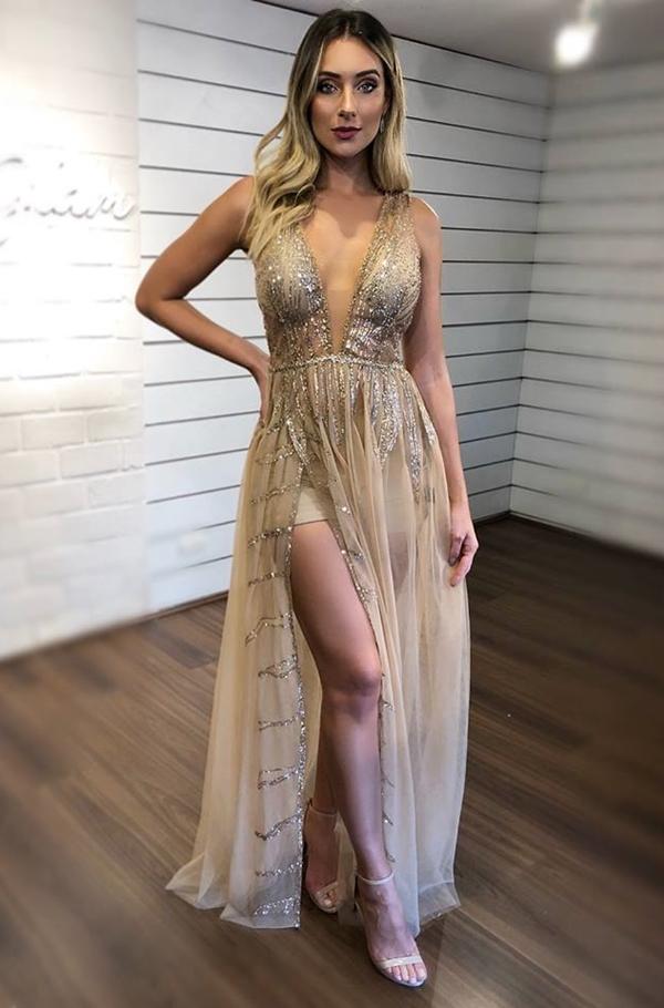 vestido dourado longo com hot pant