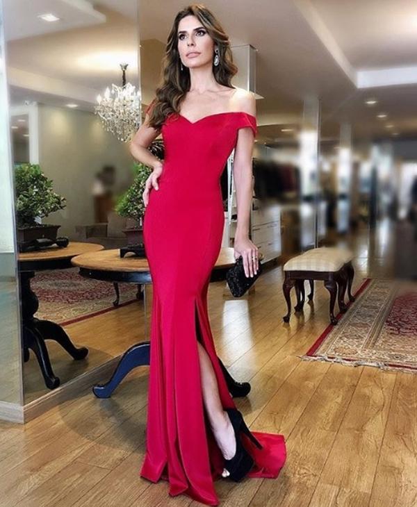 vestido longo vermelho justinho