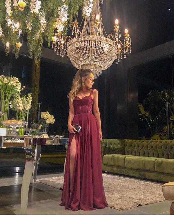 vestido marsala com fenda