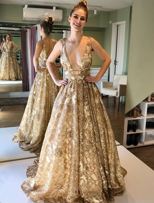 vestido longo dourado bordado