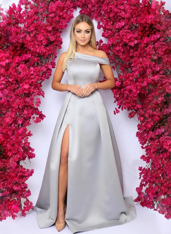 vestido de festa prata com fenda