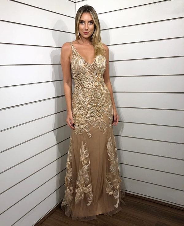 vestido de festa longo dourado e nude