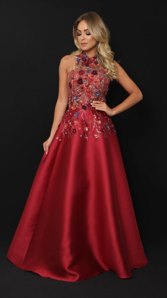 vestido marsala longo bordado estilo princesa