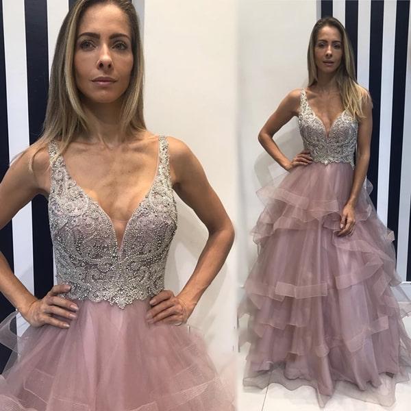 vestido de festa rosa com saia de tule em camadas