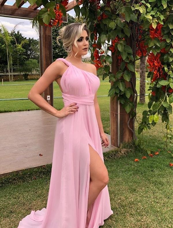vestido de festa rosa claro com fenda multiformas