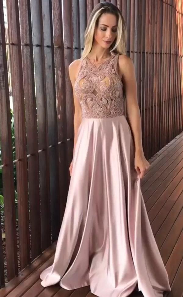 vestido de festa rosa com saia fluida e bordado