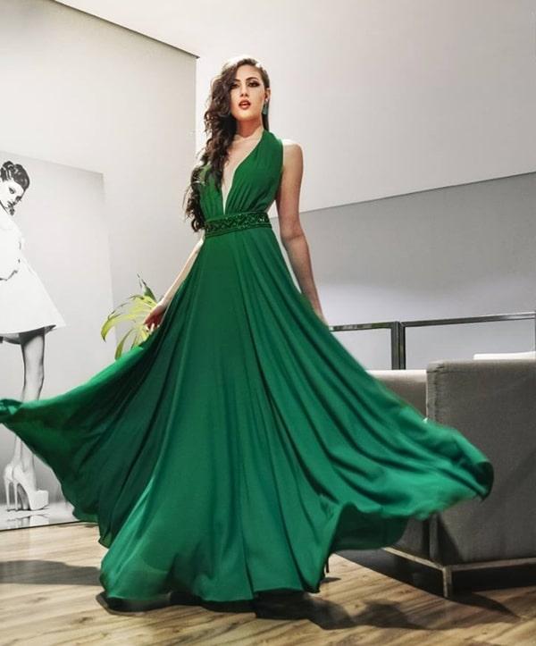 vestido longo verde esvoaçante