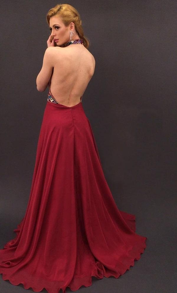 vestido marsala longo com costa nua e saia fluida