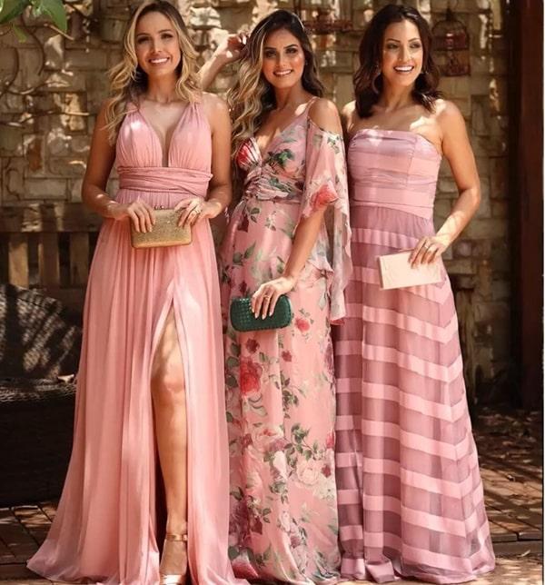 vestido longo rose para madrinha: composé com vestidos lisos e estampados