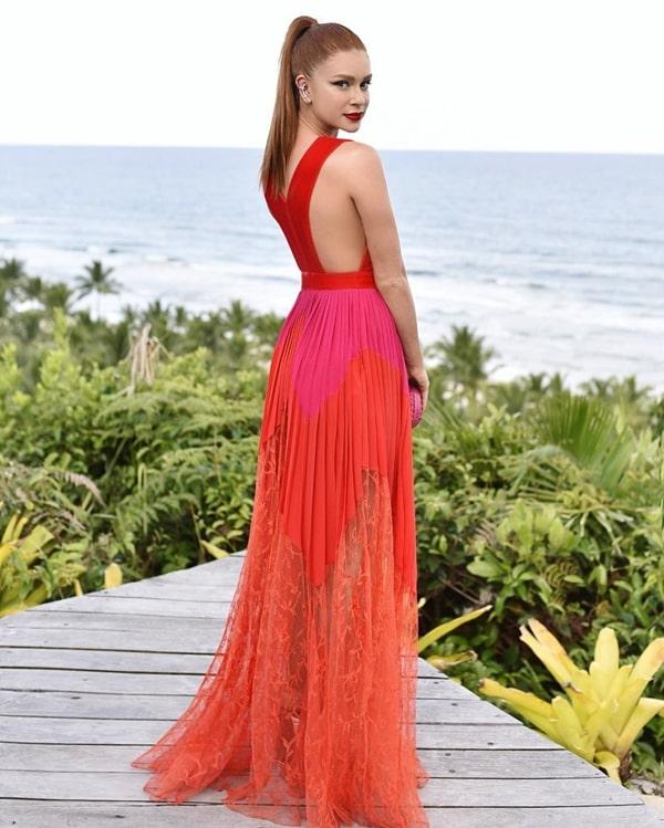 Marina Ruy Barbosa vestido de festa longo laranja neon