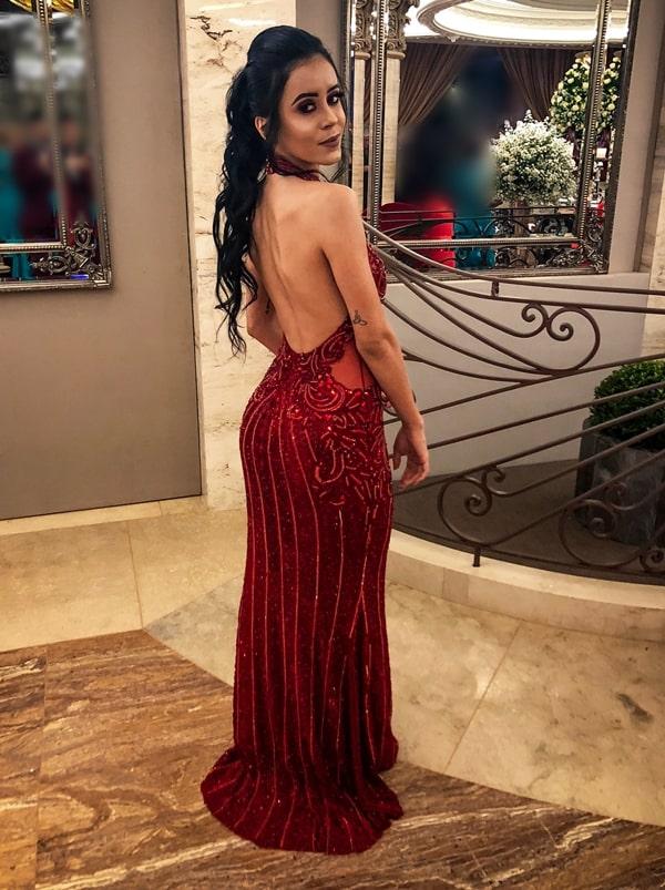 vestiido de festa longo vermelho bordado com costas nuas