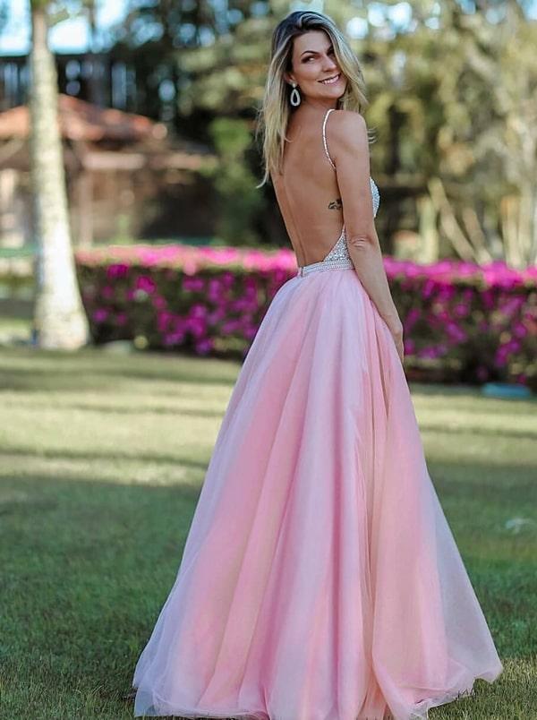 vestido longo rosa claro saia princesa e decote costas