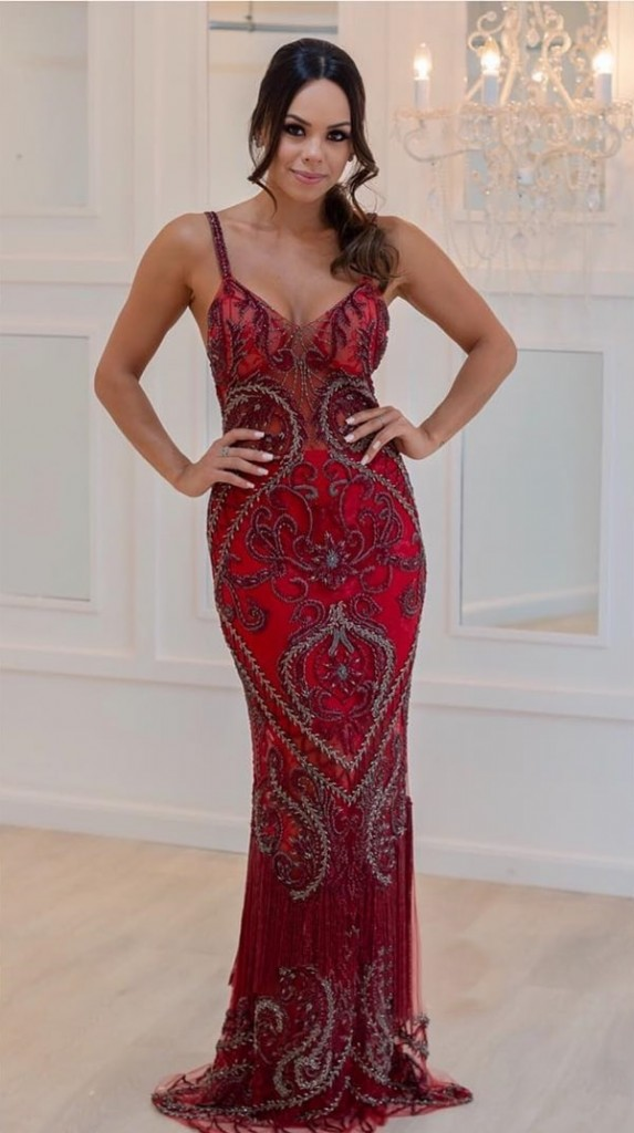 vestido longo vermelho bordado