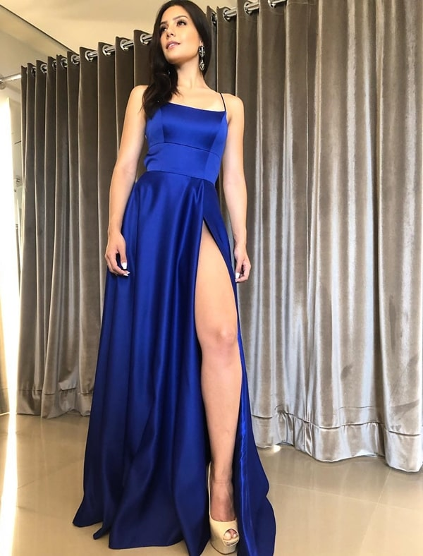 vestido de festa longo azul royal com fenda