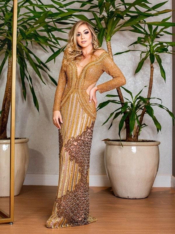 vestido de festa dourado com manga longa