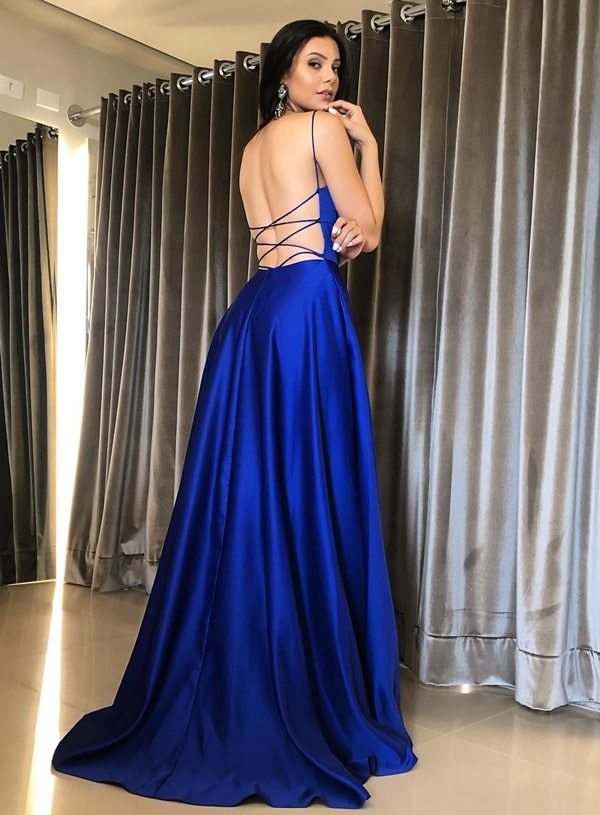 vestido de festa longo azul royal com decote nas costas