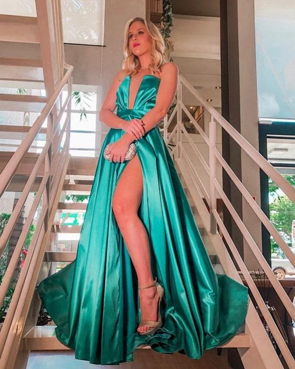 vestido de festa estilo princesa com fenda