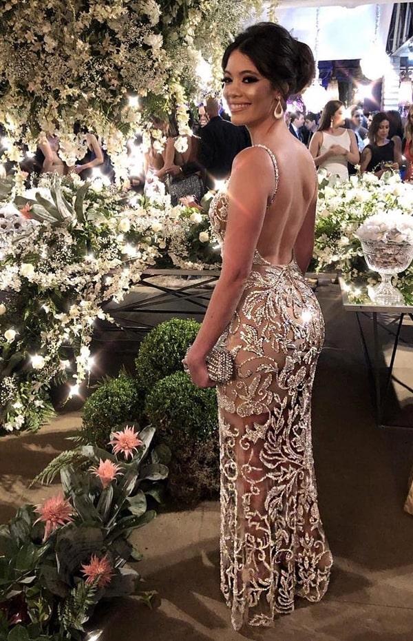 vestido longo com decote nas costas e bordado